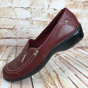 Clarks Artisan Sz7 N Narrow Red Leather Loafers